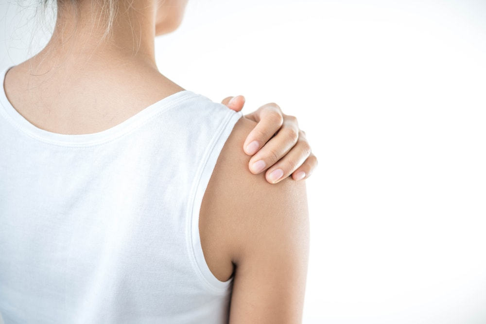 11 Causes of Shoulder Pain (And What to Do About It)